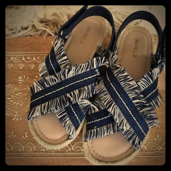 815b21bdc6909 Zara Girls Frayed Denim Sandals